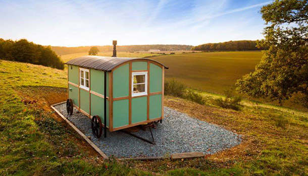 Clavertye-Valley-Shepherds-Hut-Kent-England-Tiny-House